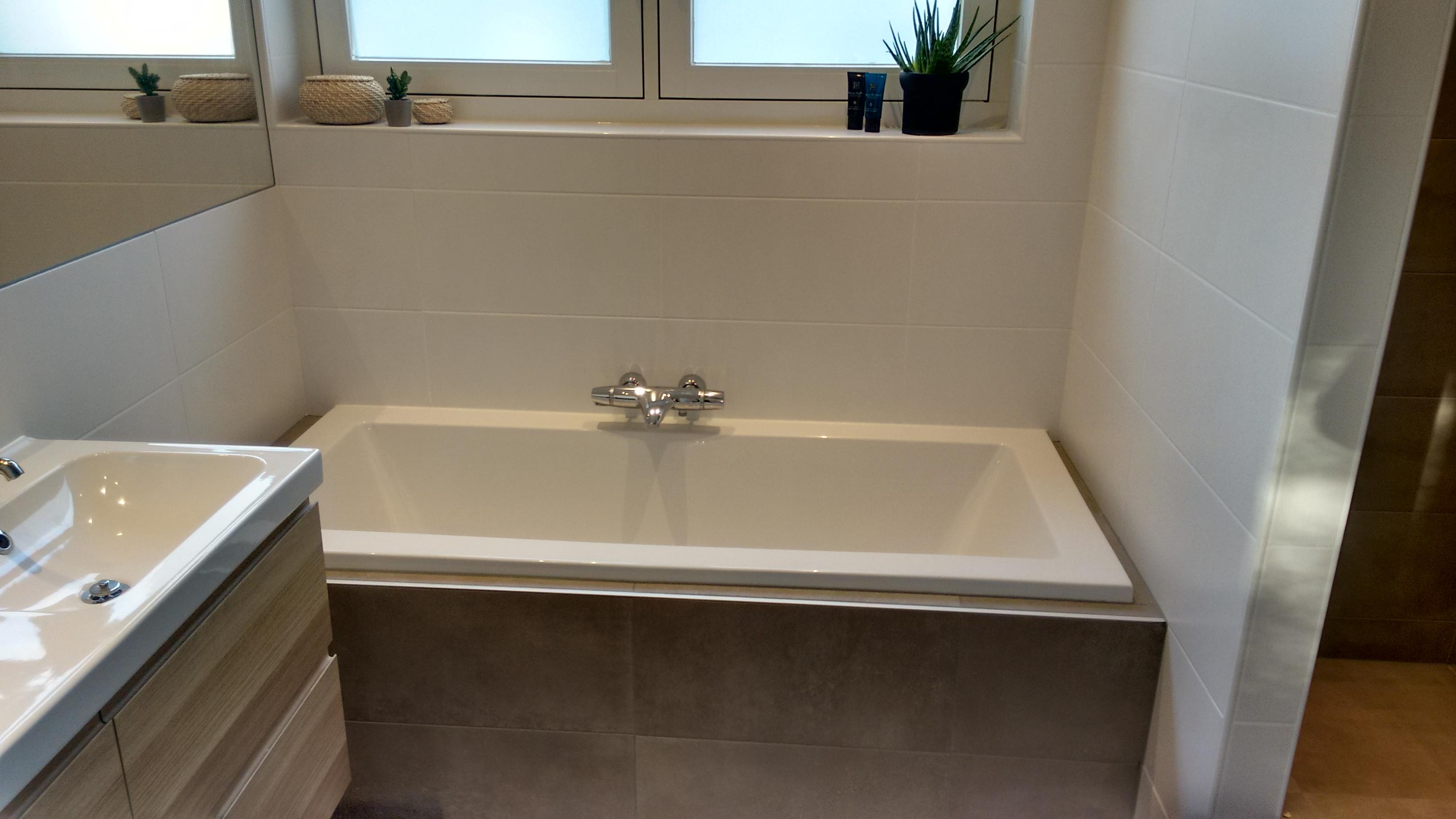Badkamer plaatsen en betegelen door Klussenbedrijf J. Jongbloed